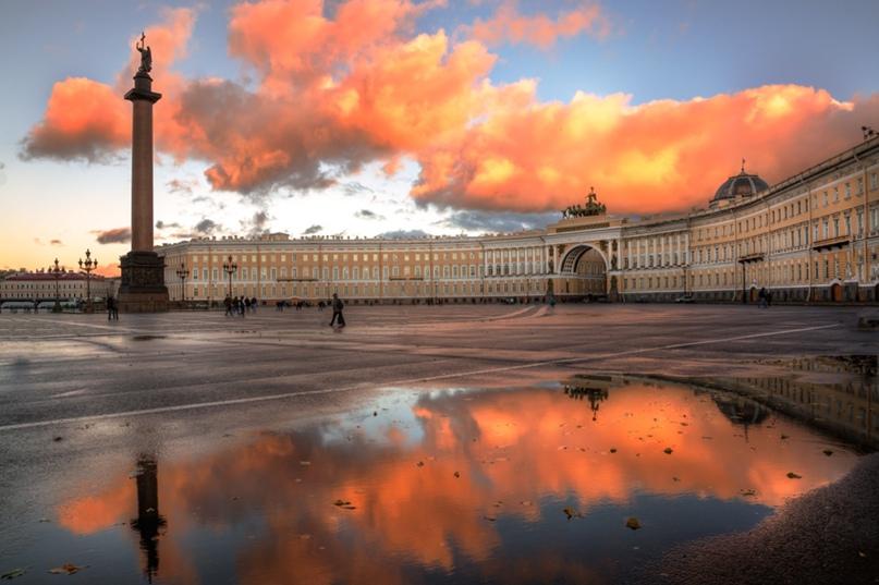 Улицы, которые сменили имена  После революции многие центральные улицы Санкт-Петербурга были названы в честь революционеров и... Санкт-Петербург