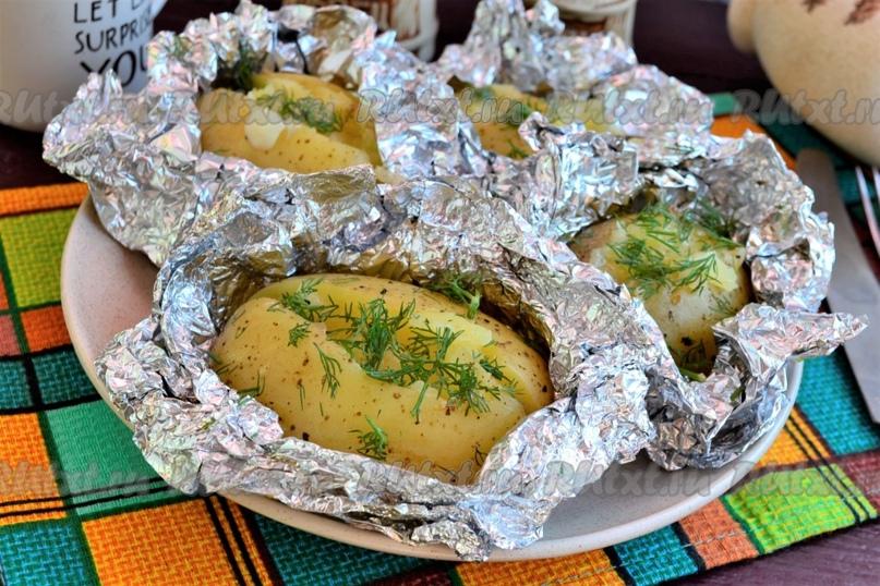 Картошка, запечённая в фольге в мультиварке от Елены Калининой