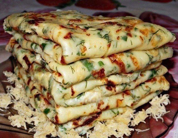 Сырные блины – это один из самых простых и в то же время популярных рецептов сре...
