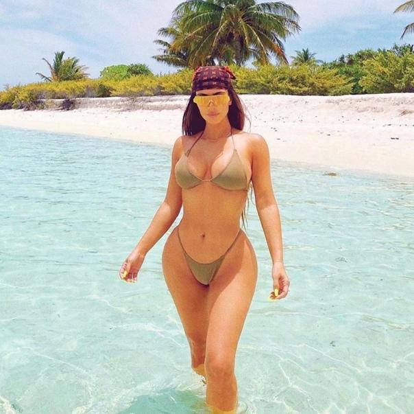 Ким Кардашьян поделилась фотографиями с отдыха.   Ну вот...