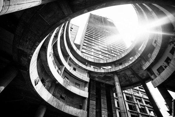 Трущобный небоскреб Каракаса (Torre David)