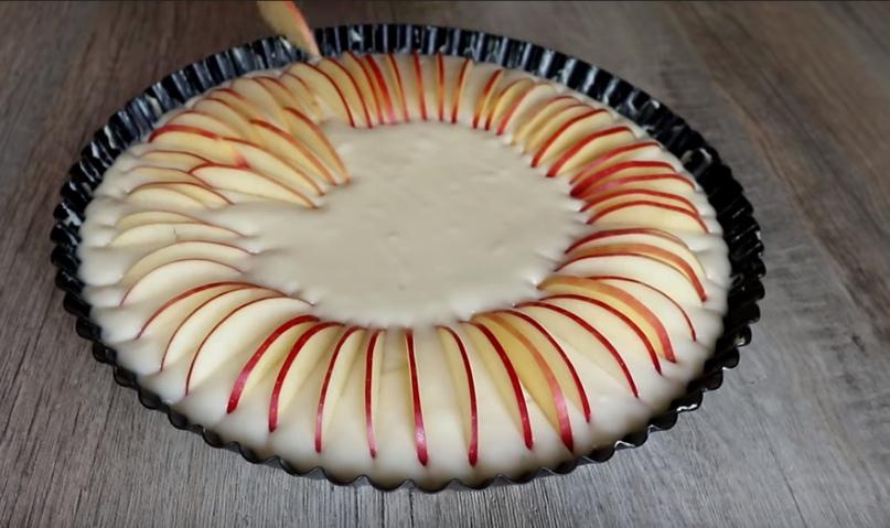 Неимоверно нежный яблочный пирог, изображение №6