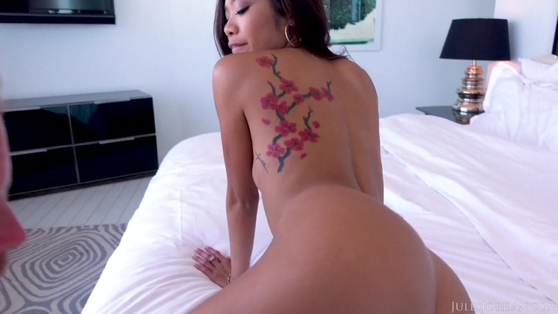 Vina Sky - Great Day For A Stroll On South Beach 2020 / Asian Blowjobs Brunettes Deep Throat Facial Natural /