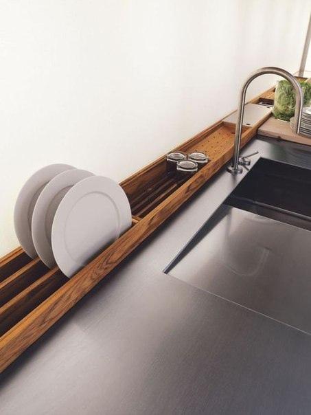 Встроенная деревянная сушка для посуды