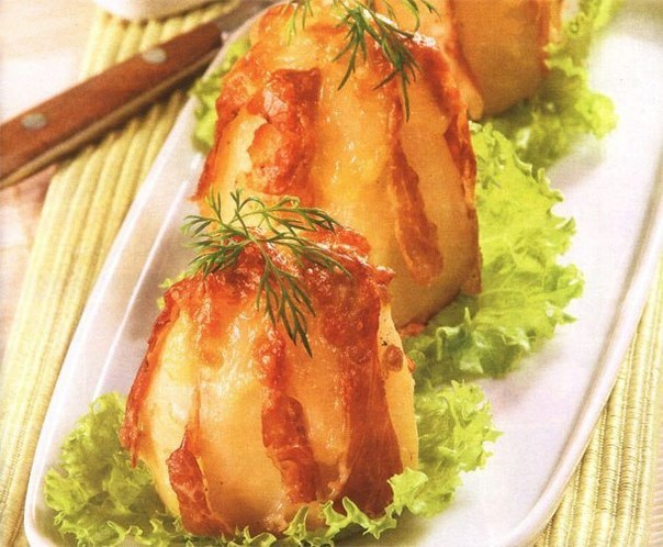 Картофель запеченный в фольге с сыром и ветчиной