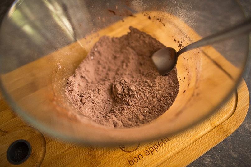 Шоколадный бисквит на минералке с орехами🍫