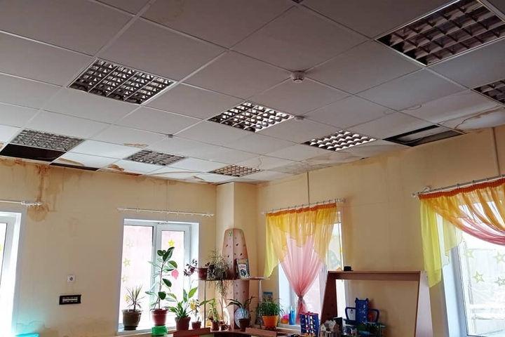 В Энгельсе протекла крыша детского сада, которую ремонтировали два года назад