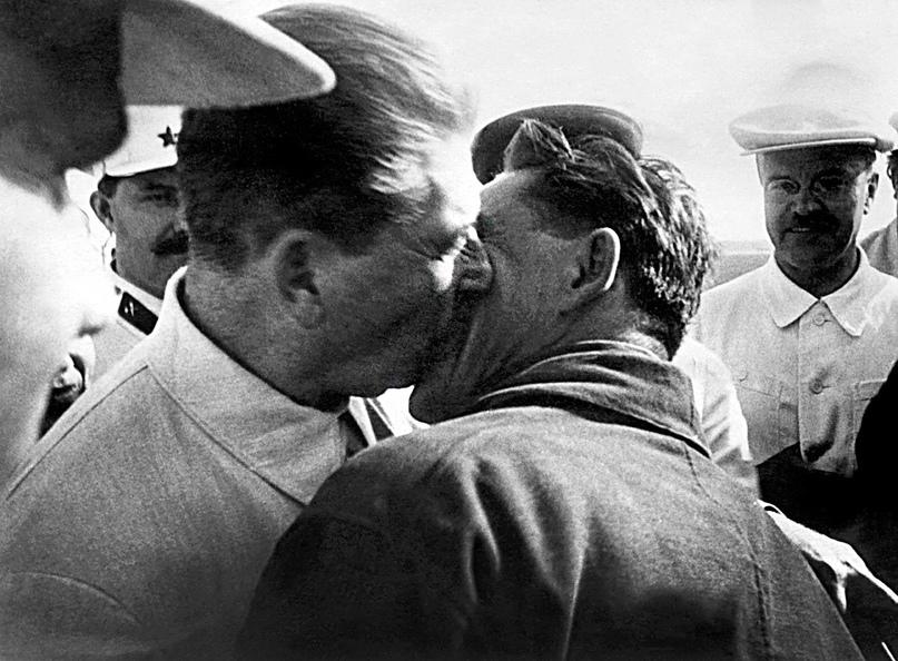 Роль большевиков в разрушении брака и семьи., изображение №2