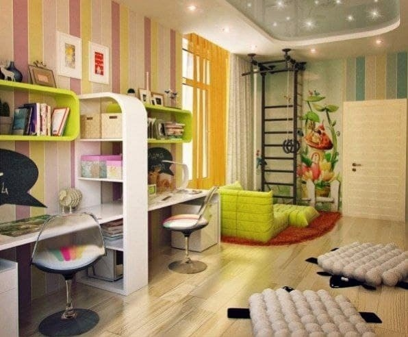 Просторная детская комната, разделенная на четыpе зoны: для...