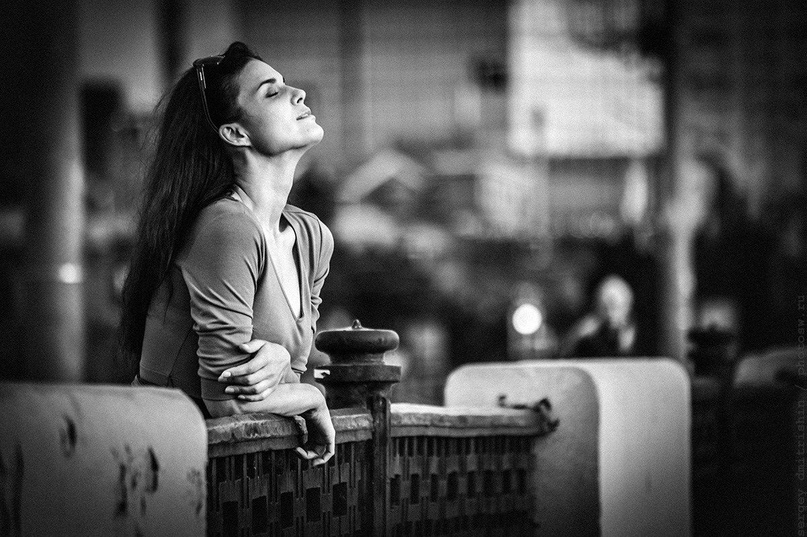 Сильная женщина никогда не будет бегать, заставлять или умолять — она уйдет.