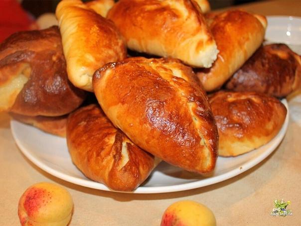 ПИРОЖКИ С ЯБЛОКАМИ БЕЗ ДРОЖЖЕЙ  Бездрожжевое тесто на кефире, замешанное по этому рецепту, напоминает дрожжевое. Из него получаются замечательные жареные пирожки с яблоками. Всё готовится просто и быстро.  Надо взять:  Для теста: Кефир - 0,...