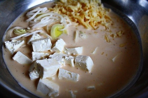 Картофельная тортилья  Ингредиенты:  5 картофелин 1 ч.л. соли масло 4 яйца 1/2 ч.л. соли 1/4...