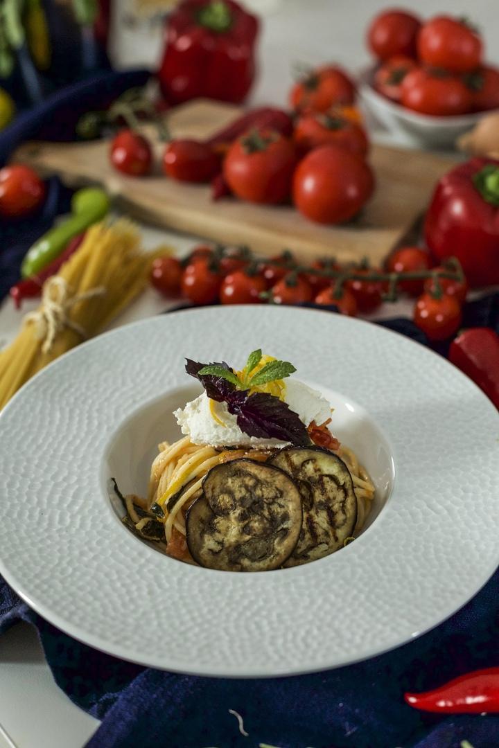 Паста Dolce Vita с баклажанами и помидорами