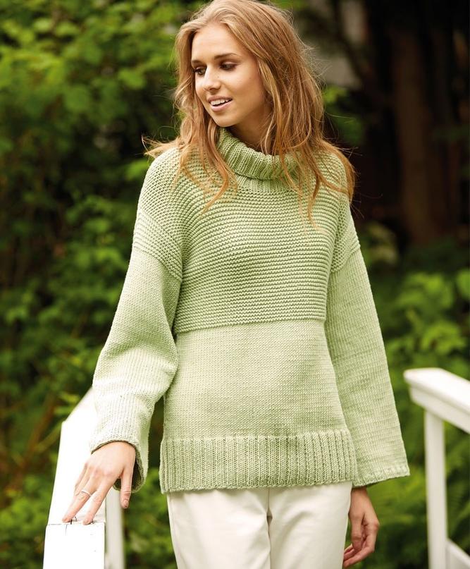Салатовый свитер с воротником гольф