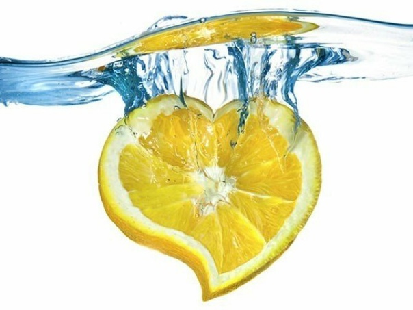 ВАШЕ СЕРДЦЕ И ЛИМОН  Полезные рецепты для сердца и сосудов.  1. 100 грамм очищенного чеснока перемолоть и залить соком из 6 лимонов. Все перемешать и положить в банку, закрыть марлей. Хранить в прохладном месте. Принимать по 1 ч. ложке, з...