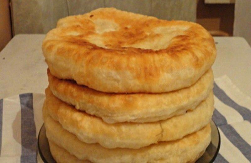 Лепешки на кефире с начинкой на сковороде