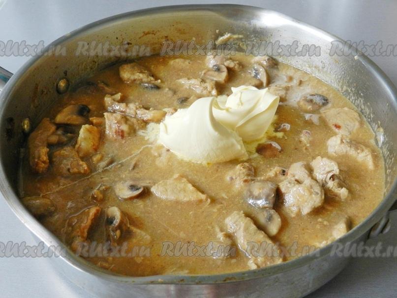 Свинина с грибами в сметанном соусе от Натальи Имшенецкой