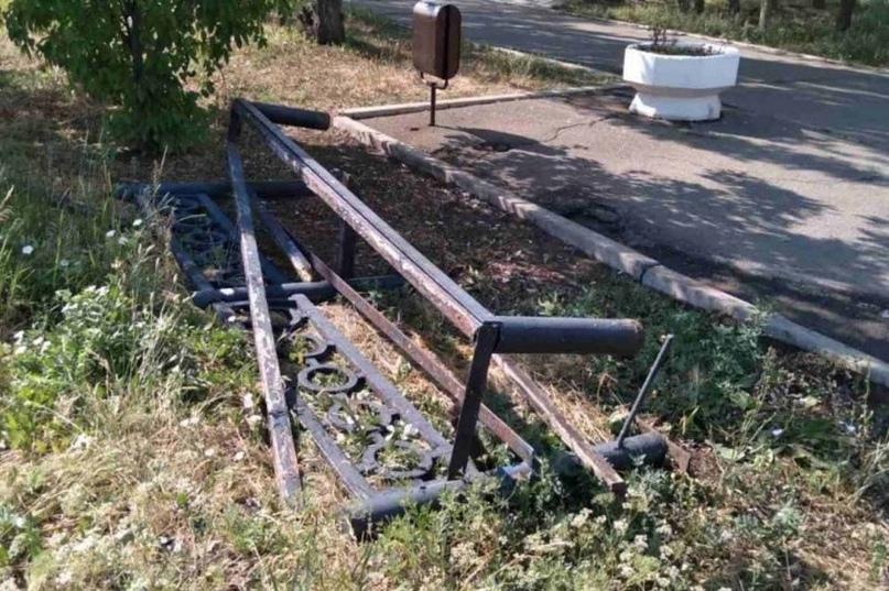 В Оренбурге вандалы атаковали скверы, парки и остановки