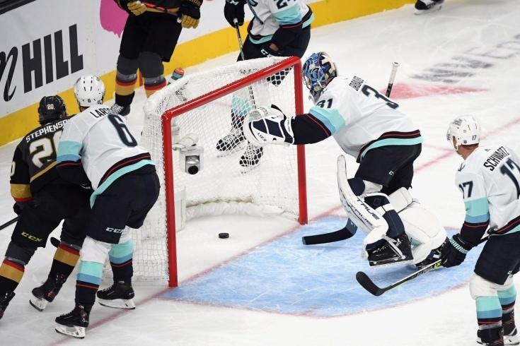 Первый матч «Сиэтла» в НХЛ омрачился скандалом. «Вегас»...