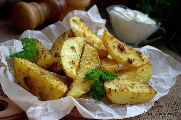 Готовим дома. Картофель по - деревенски ,запеченный дольками в духовке.