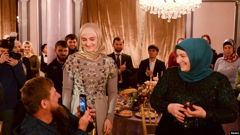 Жёнам Кадырова приписали недвижимость на 800 миллионов рублей