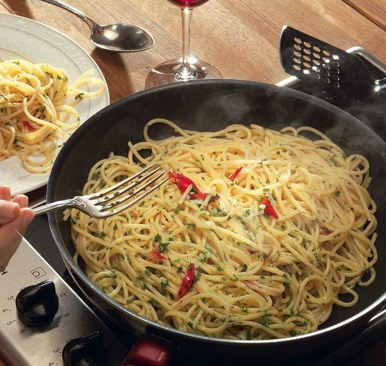 Аппетитные спагетти с чесноком