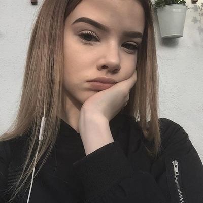 Аня Жвец