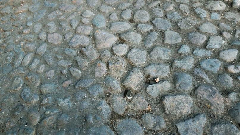 В Оренбурге во время ремонта улицы Постникова обнаружили брусчатку 19-го века