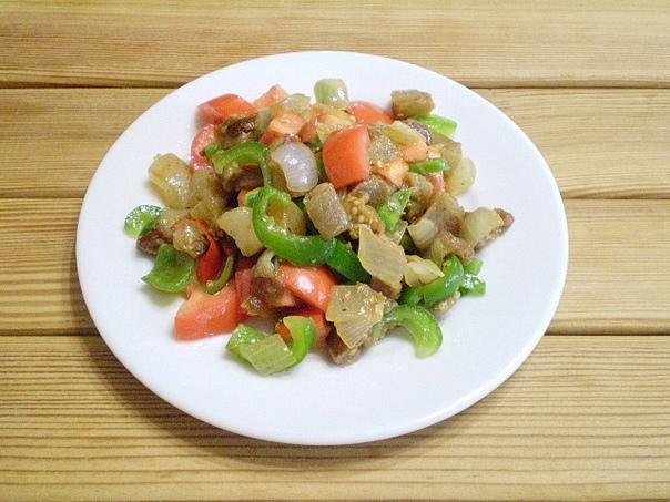 Салат из баклажанов и болгарского перца  Обжарьте для салата...