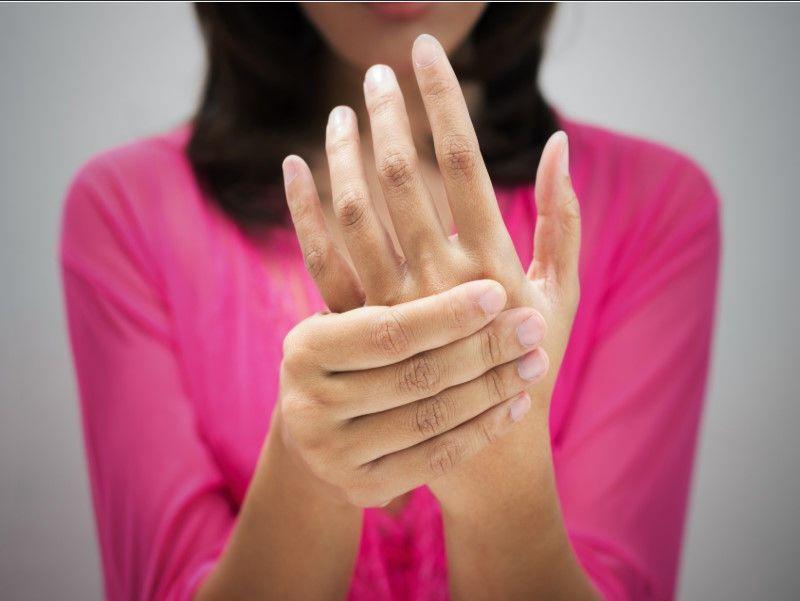 Женщине после 40 лет витамин В12 нужен как воздух! 14 тревожных признаков нехватки витамина