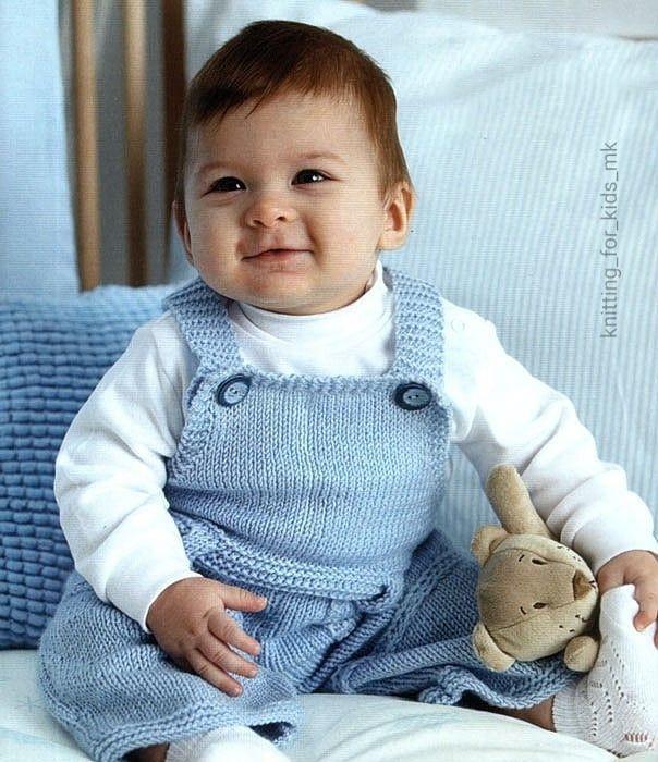 Вязаный комбинезон для малыша.