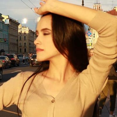 Азиза Фаррухи, Санкт-Петербург