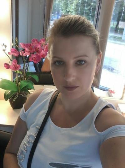 Brooke Lyons, Москва