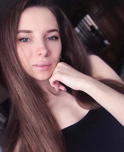 Марианна Суханова