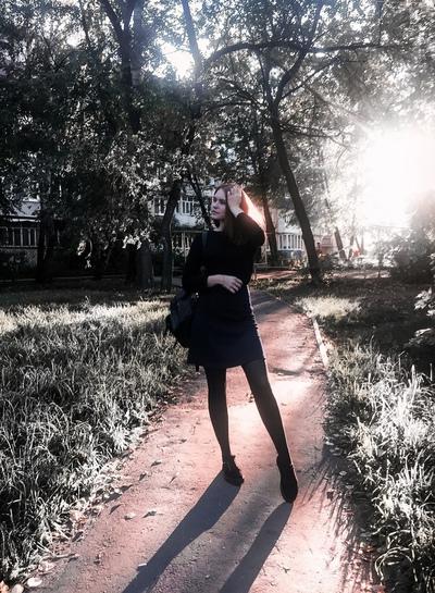 Елена Любимова